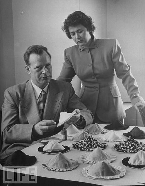 Лифчики Чашки, 1949.
